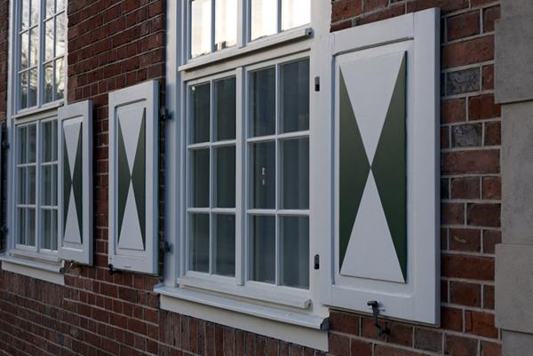 Fenster mit Klappläden