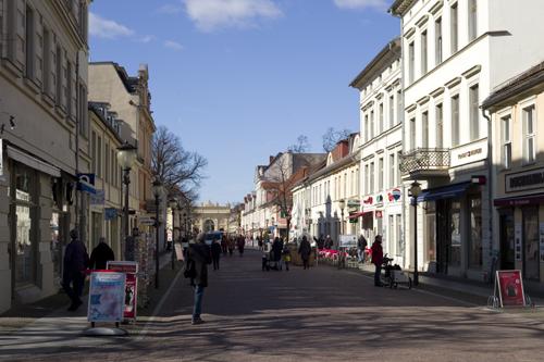 Brandenburger Straße mit Brandenburger Tor